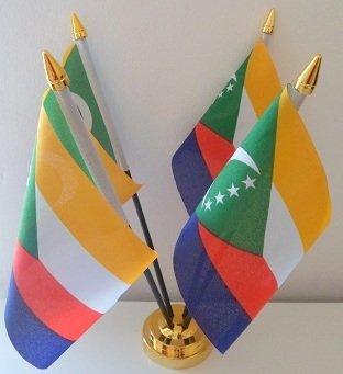 Comores Comoran 4 Drapeau affichage de bureau avec Base dorée