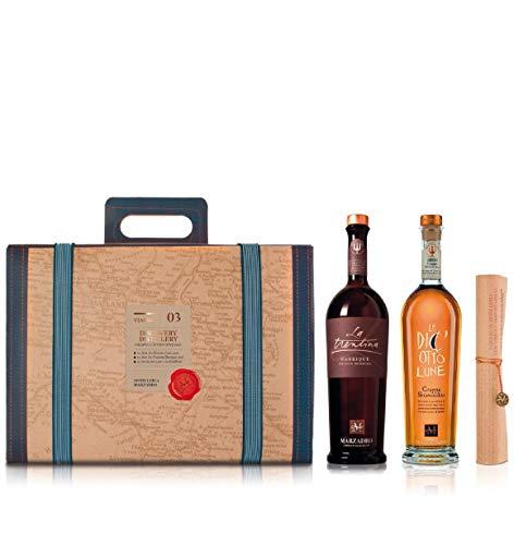 """Confezione Viaggio"""" Discovery Distillery"""" 1 bt. La Trentina Barrique 50cl; 1 bt. Le Diciotto Lune 50cl; 1 invito per 2 pax con degustazione speciale"""