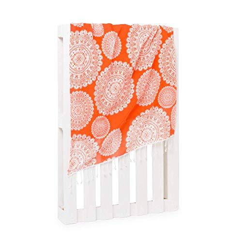 Montse Interiors - Sarong & Beach Towel 2 in 1 - Reversible Materiaal Met verschillende kanten - Patroon Mandala - 'Sea' Design - Oranje