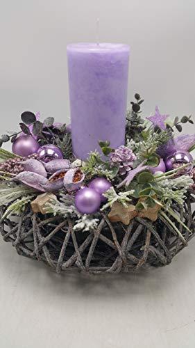 Weihnachtsgesteck Weihnachtskranz Adventskranz Kerze Kugeln Schoten Sterne lila