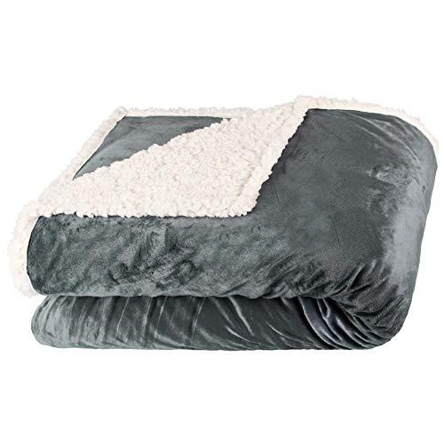 aqua-textil Arctic Kuscheldecke 150 x 200 cm grau weiß Sherpa Lammfelloptik Tagesdecke Nicki Wohndecke Lammflor