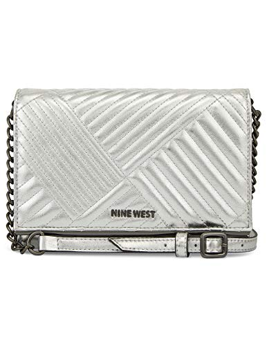 Nine West Wallet, color plateado