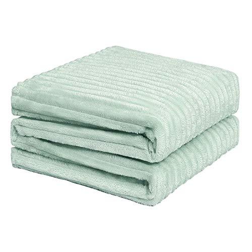DyniLao Manta de felpa de franela de tamaño completo, manta de sofá de microfibra de felpa sólida con rayas jacquard 3D, mantas suaves, cálidas y livianas para cama, 70 x 78 pulgadas verde menta