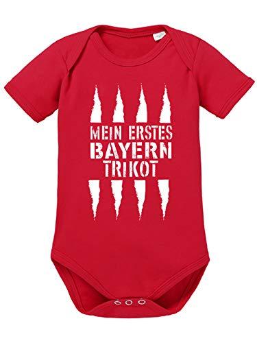 clothinx Mein erstes Bayern Trikot | Lustiges Stadt und Fußballmotiv | Das ist Nachwuchsförderung auf bayrisch | Fußball ist unser Leben Baby-Body aus 100% Bio Baumwolle Rot Gr. 50-56