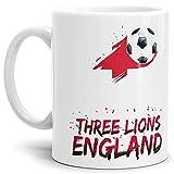 Tassendruck Fussball-Tasse mit Spruch - Three Lions - Weiss Fahne/Länderfarbe/WM 2018/England/Weltmeisterschaft/Cup/Tor/Qualität Made in Germany