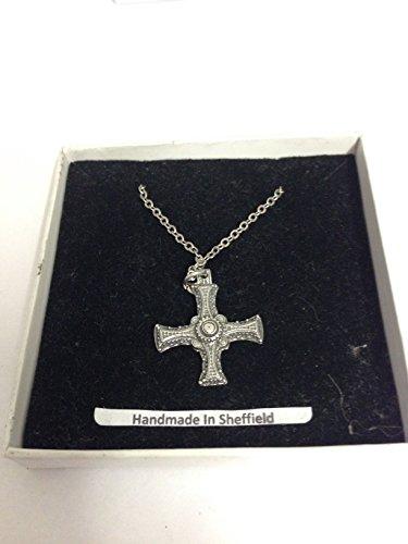 Cruz medieval DCPP Inglés peltre en un collar chapado en platino, 45,7 cm