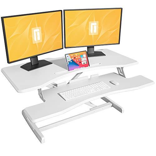 Escritorio de pie con altura ajustable – FEZIBO 42 pulgadas convertidor de escritorio de pie Stand Up Riser Mesa estación de trabajo para monitor dual blanco