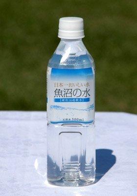 『[超軟水なので飲みやすい!] 日本一おいしい水 魚沼の水 500mlペットボトル×24本入』のトップ画像