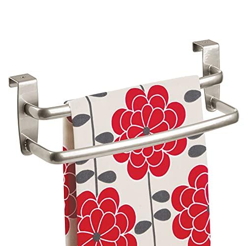 mDesign Porta asciugamani cucina – Porta strofinacci doppio da appendere alle ante dei mobili – Appendi strofinacci in metallo per bagno o cucina senza forare il muro – Argento