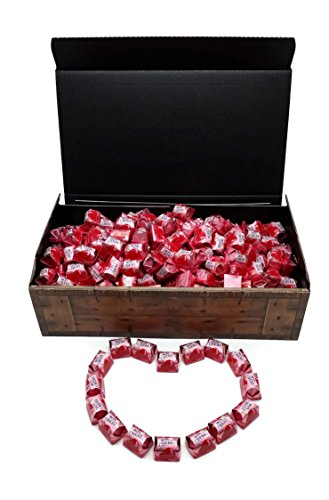 Ferrero Mon Cherie XXL Geschenk Schatztruhe mit 180 Pralinen - die kleine Kostbarkeit für Ihre Liebsten - perfekt zum verschenken oder auch als Dekoration.