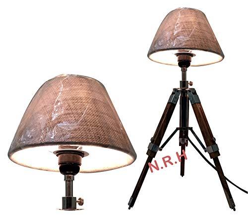 Klassische Dreifuß-Tischlampe mit Lampenschirm, Holzständer