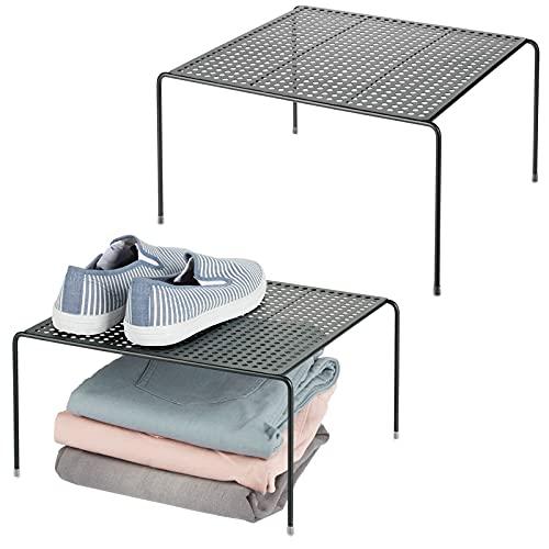 mDesign Juego de 2 baldas organizadoras – Prácticos organizadores de armarios para ordenar la ropa – Estantes metálicos para el armario del dormitorio, el baño o la cocina – negro
