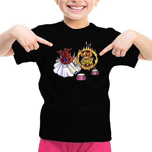 Okiwoki T-Shirt Enfant Fille Noir Saint Seiya parodique Aiolia Gold Saint du Lion et Le Grand Pope : Dompteur de Lion ! (Parodie Saint Seiya)