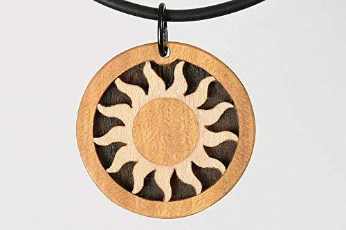 Sonne Anhänger. Schmuck Kunst zum Verschenken. Edelholz Holzschmuck. Feine Handarbeit in den Farben der Natur.
