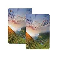"""iPad Pro 11"""" 第2世代 2020 (A2228 A2231) 山、丘の壮大な日の出まだらにされた雲新鮮な草静けさの朝の霧、ブルーグリーンオレンジ 山 [Apple Pencil 2 ワイヤレス充電対応] 軽量 き イッピー りスマートケース iPad Pro 11インチ 2020用ハード背面カバー ブルーグリーンオレンジ"""