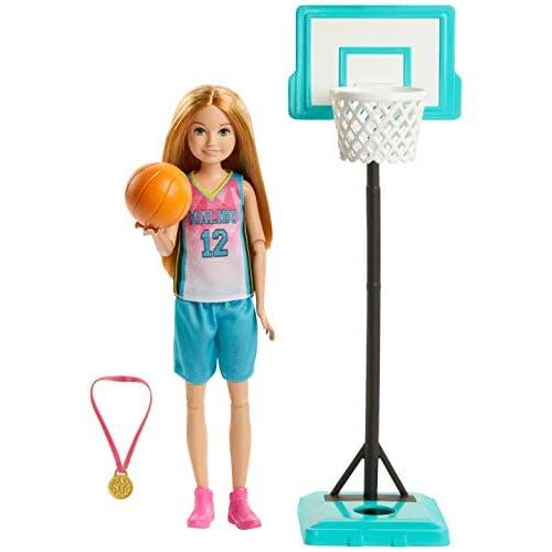 Barbie- Bambola Stacie con Canestro Giocattolo per Bambini 3+ Anni, GHK35