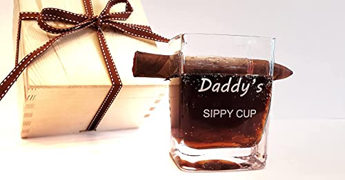 JEZYKI Whiskey glass - Old Fashioned Whiskey Glass With Side Mounted Holder Rest and Engraving 'Daddy's sippy cup' in elegant box. Best gift set for men, dad, husband, birthday, holiday.