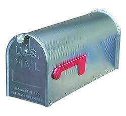 amerikanische Briefkästen mit rote Signalfahne an der Seite