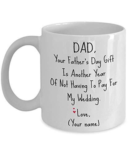 Papá El regalo del día de tu padre es otro año de no tener que pagar mi taza de boda - Por el regalo del día de tu padre - Taza personalizada personalizable