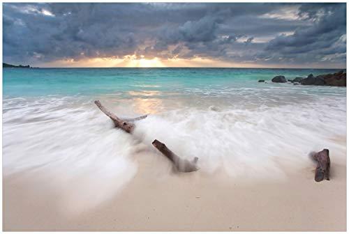Wallario Glasbild Wellen am Strand bei Sonnenuntergang - 60 x 90 cm in Premium-Qualität: Brillante Farben, freischwebende Optik