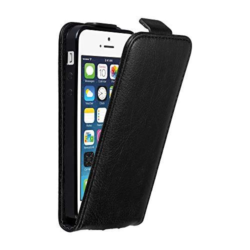 Cadorabo Custodia per Apple iPhone 5 / iPhone 5S / iPhone SE in Nero di Notte - Protezione in Stile Flip con Chiusura Magnetica - Case Cover Wallet Book Etui
