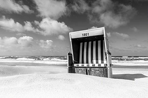 Exklusives Glasbild in Galerie Qualität. Strandkorb 1801 am Strand von Westerland auf Sylt. Schwarz-weiß Bild. Echtglasbild als Wandbild Wand Kunst Bild | Foto Fotografie | Wanddeko