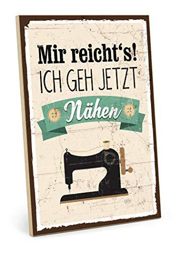 TypeStoff Holzschild mit Spruch – Mir reichts ich GEH nähen – Schild, Bild im Vintage-Look mit Zitat als Geschenk und Dekoration zum Thema Nähzubehör – Sprüche Schilder (M - 19,5 x 28,2 cm)