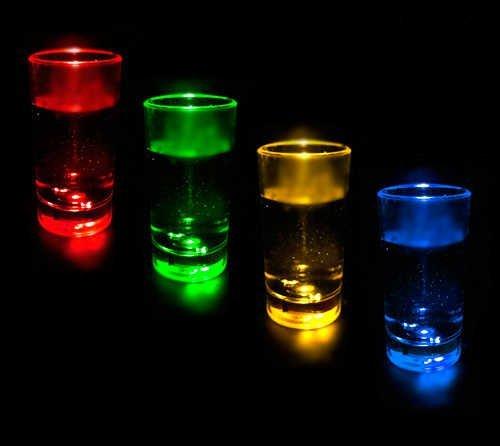 Premium Schnapsgläser (12 Stück) in trendigen blinkenden Farben - Schnaps Party Gläser