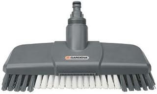 Escobillón Comfort de GARDENA: cepillo de limpieza Cleansystem, con boquilla para chorro plano y borde rascador (5568-20)