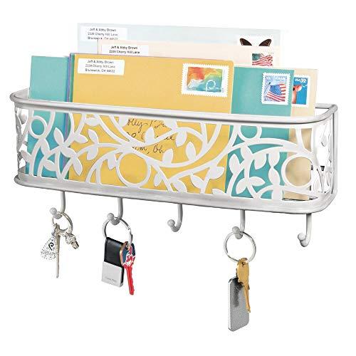 mDesign praktische Briefablage mit Korb für Flur und Küche – kompaktes Schlüsselboard mit 1 Fach für Post und 5 Haken – wandmontiertes Schlüsselbrett aus Metall – hellgrau
