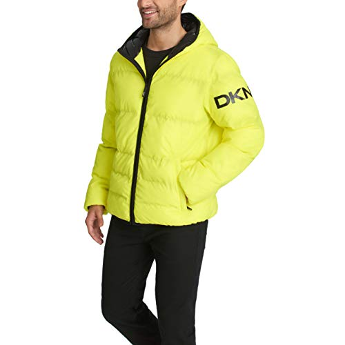 DKNY Herren Water Resistant Ultra Loft Hooded Logo Puffer Jacket Daunenalternative, Mantel, Gelber Stein, Medium