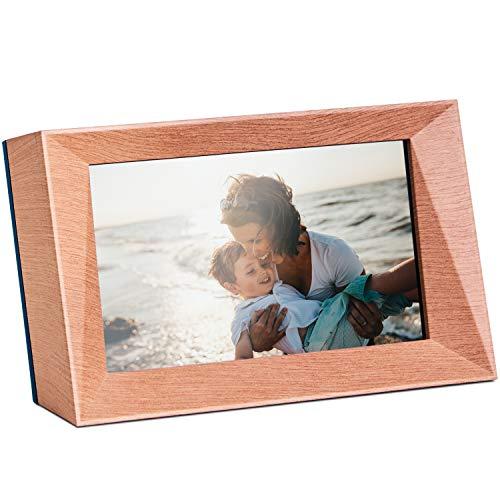 Familink digitaler Bilderrahmen zum Teilen von Fotos direkt vom Handy | ideal für Senioren, kein eigener Internetzugang erforderlich | mit integrierter SIM-Karte, WLAN-fähig | 7 Zoll, Holz-Optik