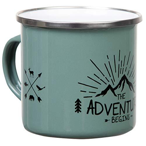 The Adventure Begins | Hochwertige Emaille Tasse in olivgrün graugrün mit Outdoor Design | leicht und bruchsicher, für Camping und Trekking | von MUGSY.de