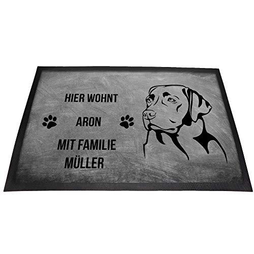 Labrador Retriever Fußmatte | mit Wunschnamen für Hund & Familie personalisiert | Hier wohnt … mit. | rutschfest | Waschbar | (Grau 40 x 60 cm)
