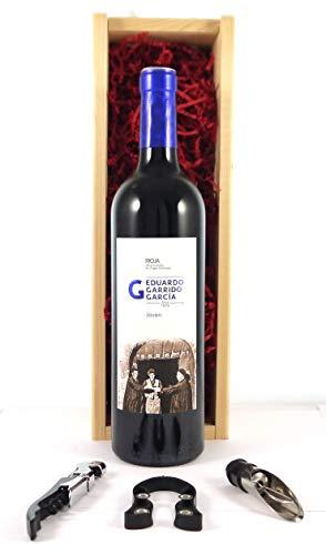 Rioja Joven 2017 Eduardo Garrido en una caja de regalo forrada de seda con cuatro accesorios de vino, 1 x 750ml