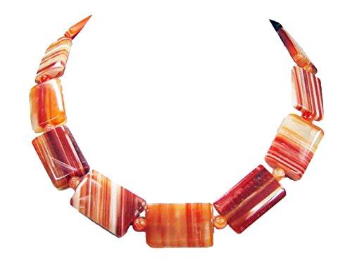 Halskette aus Aprikosenachat in Rechteckform und Zwischenperlen in roter Farbe