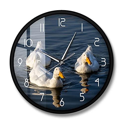 White Pekin Ducks Hermoso Paisaje Reloj de Pared Divertido Pato Pájaro acuático Granja Animales domésticos Decoración Linda para el hogar Reloj de Pared de Cuarzo silencioso-Marco de Metal