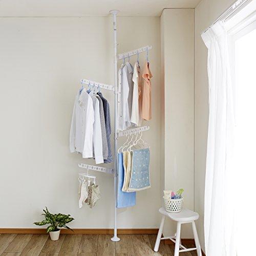 「1本の突っ張り棒に対して、複数のハンガー掛けがついているタイプ」である、こちらの室内物干し。4本もハンガー掛けがついていて、広々と洗濯物を干すことができます。