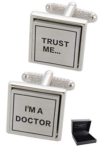 COLLAR AND CUFFS LONDON - HOCHWERTIGE Manschettenknöpfe mit Geschenk Box - Trust Me I'm A Doctor - Stilvolle Messing - Arzt Medizinisch Krankenhaus - Silber Farbe