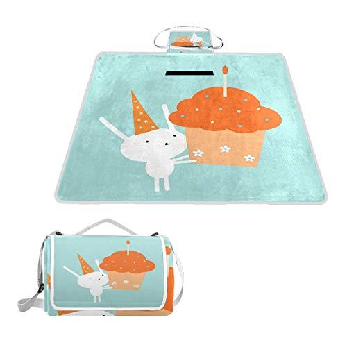 XINGAKA Couverture de Pique-Nique,Lapin d'anniversaire au Chapeau de fête soufflant Un Petit gâteau géant avec des Fleurs,extérieure avec poignée Portable Tapis de Picnic pour Camping
