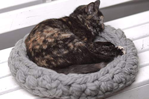 Cat bed, Chunky cat bed, Pet supplies, Pet bed, Cat bedding, Chunky pet bed, Cats, Chunky yarn, Cat furniture, Pets bed, Knit pet bed, Knitted pet bed, 5 colors