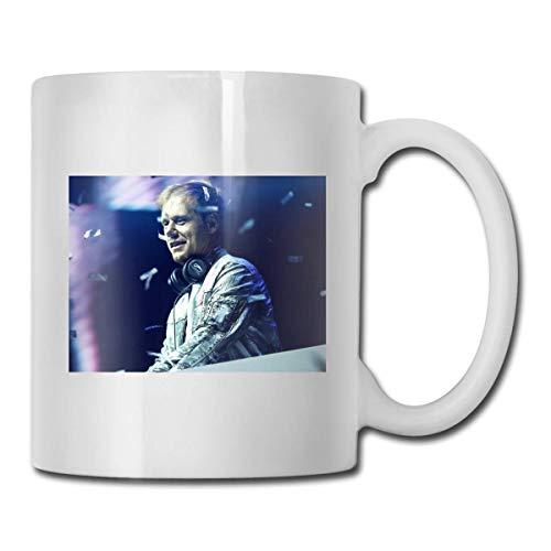 N\A Taza Que Cambia el Calor de Armin Van Buuren - Agregue café o té y aparece una pequeña Escena Feliz - Viene en una Divertida Caja de Regalo