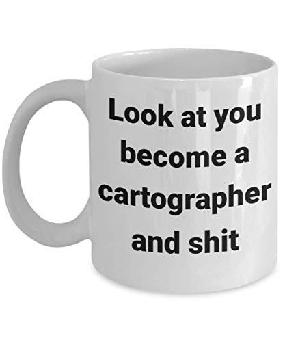 Divertida taza de cartógrafo – Look at You – La mejor idea de regalo para geógrafo, cartografía, miniaturista, creador de mapas, etnólogo, cartografía, topógrafo o novedosa taza de té de café