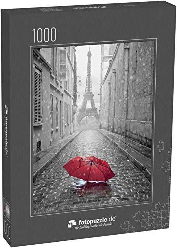 fotopuzzle.de Puzzle 1000 Teile Blick auf den Eiffelturm von der Straße von Paris. Schwarz-Weiß-Foto mit rotem Element