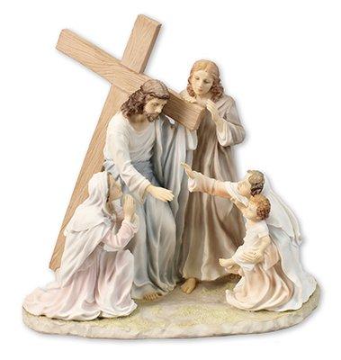 Biblegifts - Statua pasquale Gesù Nostro Signore che trasporta la croce al calvario 28 cm, in resina dipinta a mano, con scatola di Cristo con donne e bambini.