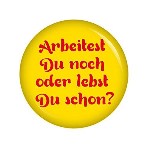 Kiwikatze® Sprüche - Arbeitest Du noch oder lebst Du schon? Gelb - 37mm Button Pin Ansteckbutton Rente als Geschenk oder Mitbringsel zum Ruhestand oder Geburtstag