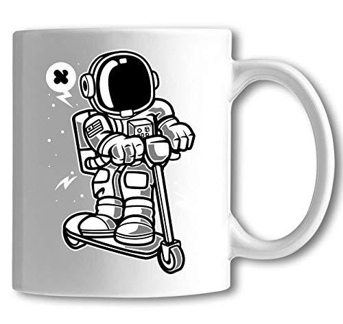 Iprints Cartoon gestileerde Astronaut Scooting langs Scooter witte keramische thee koffiemok