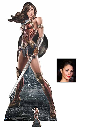 Fan Pack - Wonder Woman holding Sword and Shield Lebensgrosse und klein Pappaufsteller - mit 25cm x 20cm foto