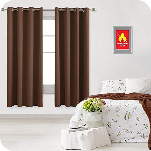 Amazon Brand – Umi Cortinas Opacas Ignífuga Retardante de Fuego Dormitorio Moderno Térmicas Aislantes Luz Habitación con Ojales 2 Paneles 132x183cm Marrón