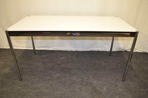 Schreibtisch USM-Haller, 74x150cm, beige Platte, Chromgestell